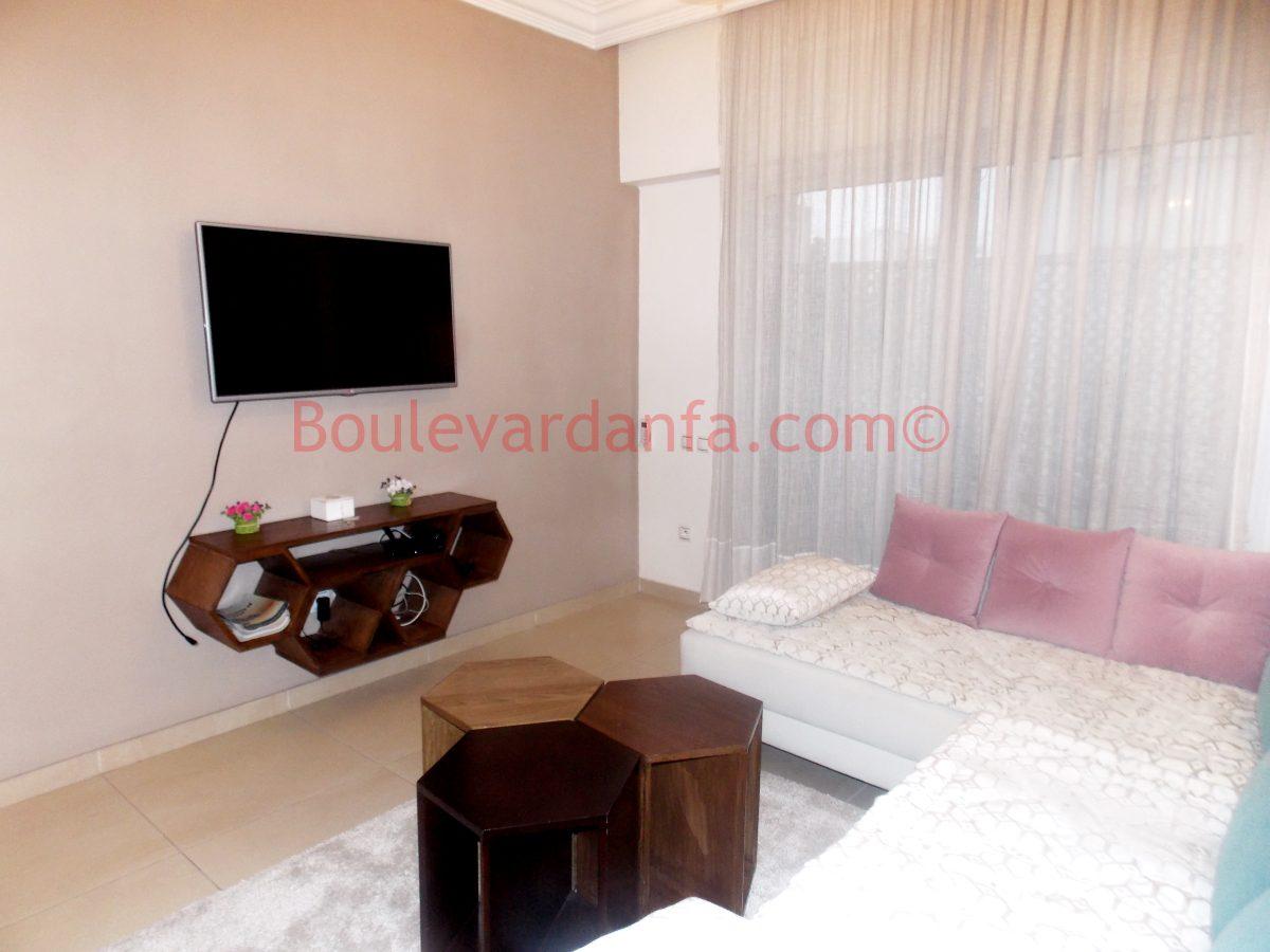 appartement meubl de 90 m en plein m arif. Black Bedroom Furniture Sets. Home Design Ideas