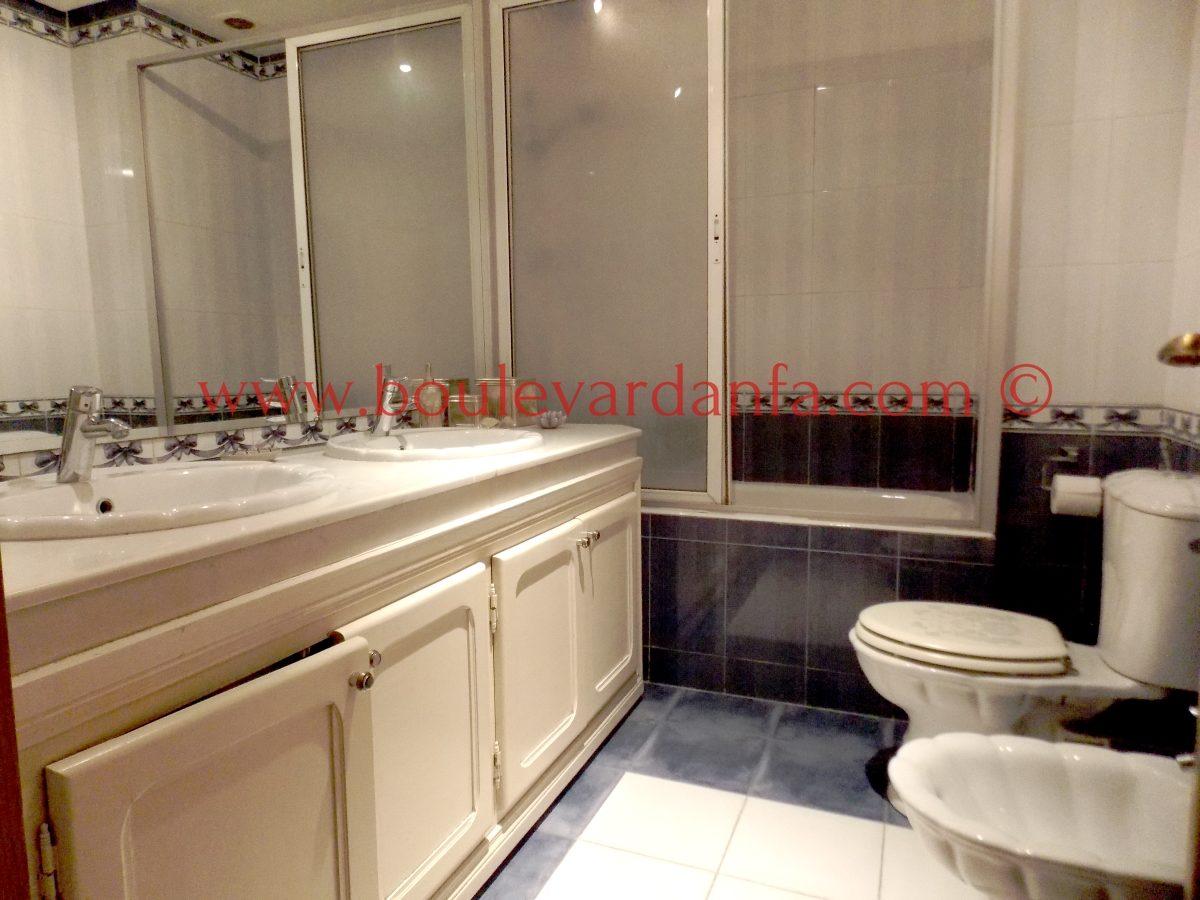 charmant appartement meubl de 155m louer sur bd al massira. Black Bedroom Furniture Sets. Home Design Ideas